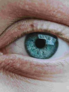 Was hilft gegen Tränensäcke unter den Augen